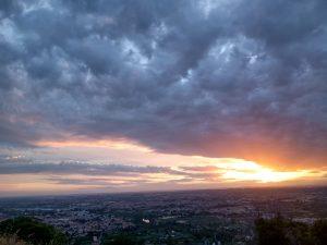 sole dietro le nuvole